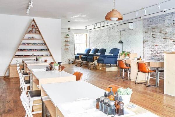 Thiết kế tiệm với không gian rộng rãi nhưng không bị choáng ngợp